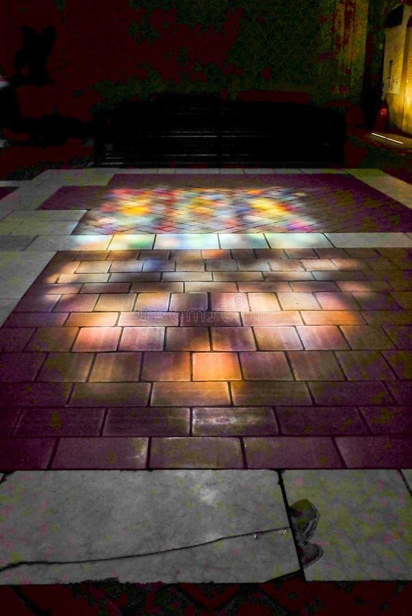 Tolosa, luce solare sul pavimento Tiled, basilica San Sernin, Francia immagine stock libera da diritti