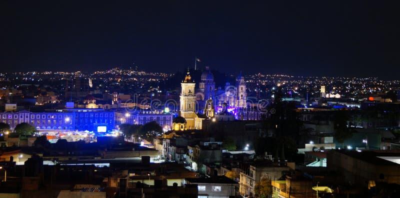 Toluca Мексика городская на ноче стоковые фото