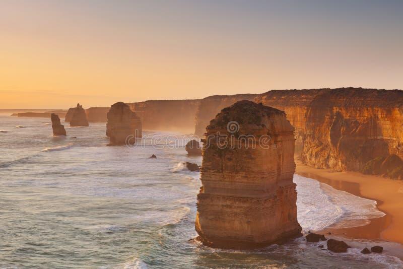 Tolv apostlar på den stora havvägen, Australien på solnedgången arkivbild