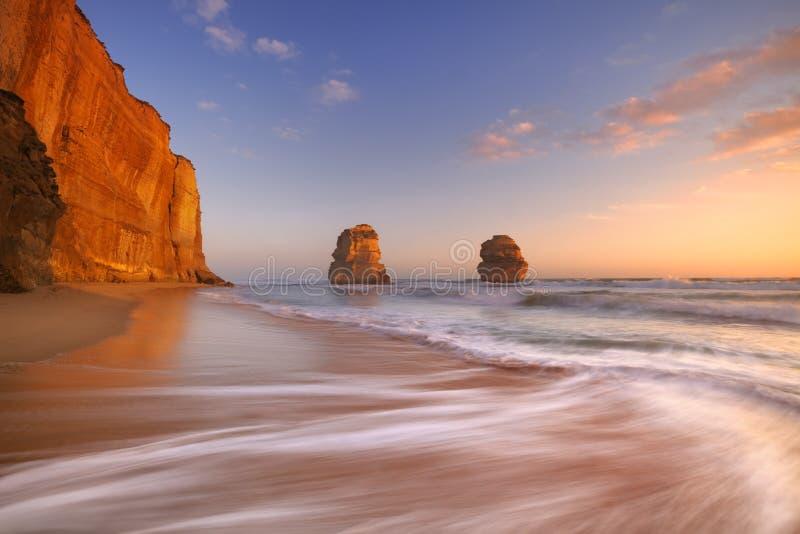 Tolv apostlar på den stora havvägen, Australien på solnedgången arkivfoto