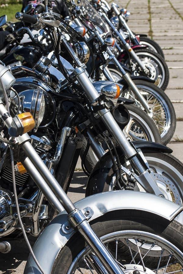 TOLYATTI, RUSLAND, 25 JUNI, 2005: de motorfiets toont van fietsers royalty-vrije stock afbeeldingen
