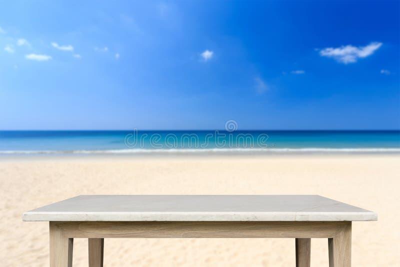 Download Tom överkant Av Den Naturliga Stentabellen Och Sikt Av Den Tropiska Stranden Tillbaka Arkivfoto - Bild av boaen, sommar: 76703604