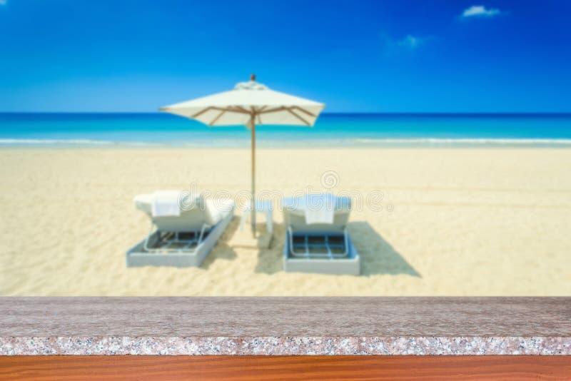 Download Tom överkant Av Den Naturliga Stentabellen Och Sikt Av Den Tropiska Stranden Tillbaka Arkivfoto - Bild av blurriness, livsstil: 76703822