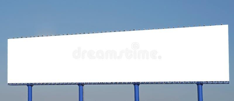 Tom affischtavla för annonsering på härlig himmelbakgrund royaltyfria bilder