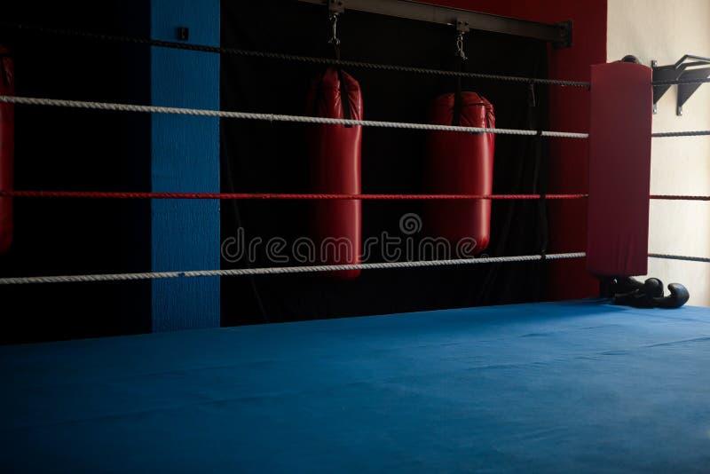 Tom boxningsring arkivbild
