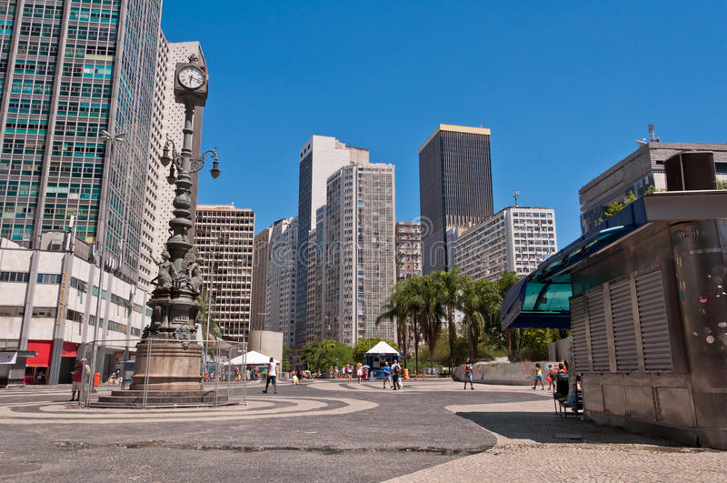 Tom Carioca fyrkant i i stadens centrum Rio de Janeiro på en härlig solig sommardag royaltyfri fotografi