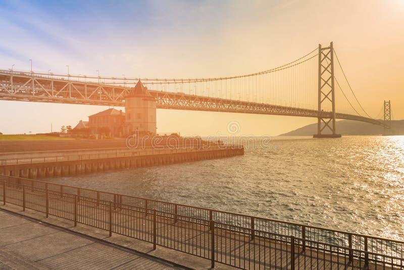 Tom do por do sol da ponte de suspensão de Akashi Kaikyo fotografia de stock royalty free