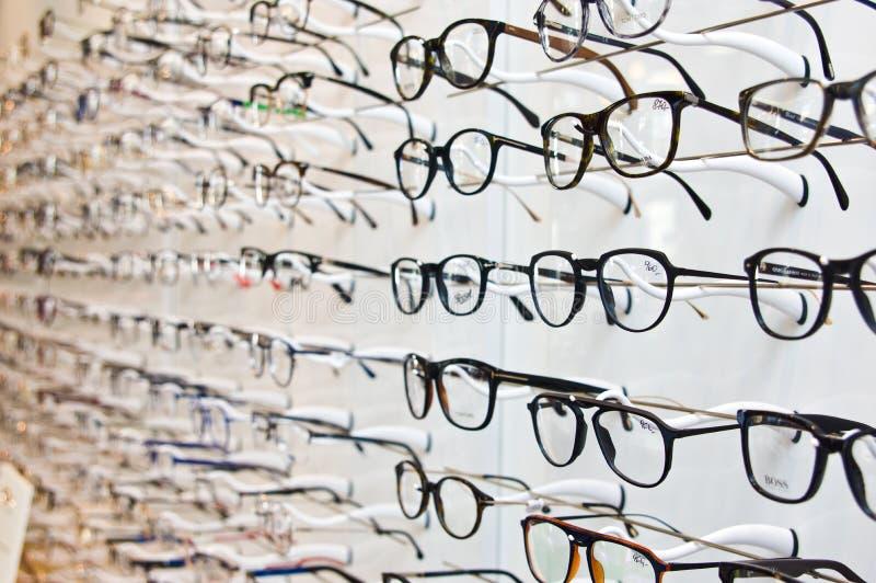 Tom Ford που μαρκάρεται eyeglasses σε ένα λιανικό κατάστημα οπτικών στην Πολωνία στοκ φωτογραφία με δικαίωμα ελεύθερης χρήσης