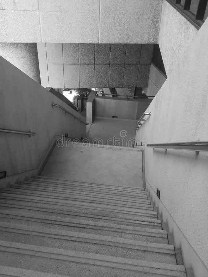 tom gångbana för korridor som ska skjutas i svartvitt royaltyfria foton