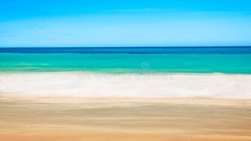 Tom havs- och strandbakgrund med kopieringsutrymme, lång exponering, suddighetsrörelse arkivbild