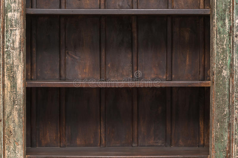Tom hylla på träplankaväggen arkivfoton