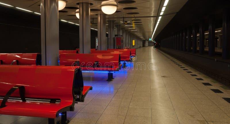 Tom järnväg station Schiphol royaltyfria foton
