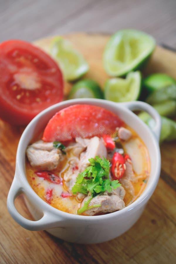 Tom Kai Yum, Tajlandzka Korzenna kurczak polewka, Tajlandzki jedzenie obrazy stock