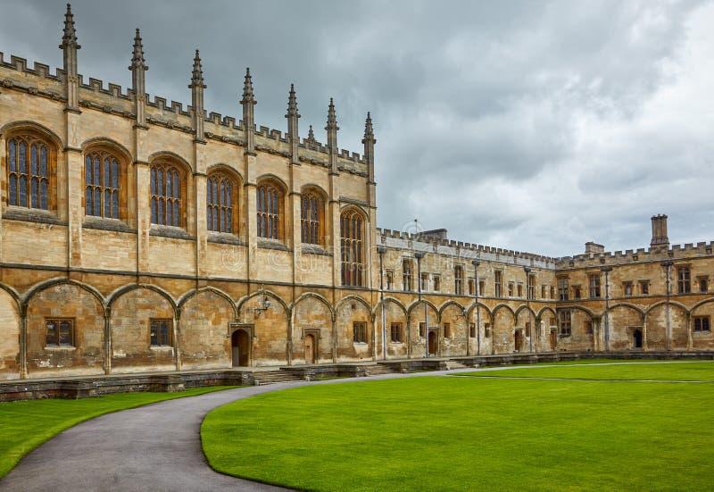 Tom kwadrat christ kościół ogródu pamiątkowa Oxford uk wojna uniwersytet w oksfordzie england obraz royalty free