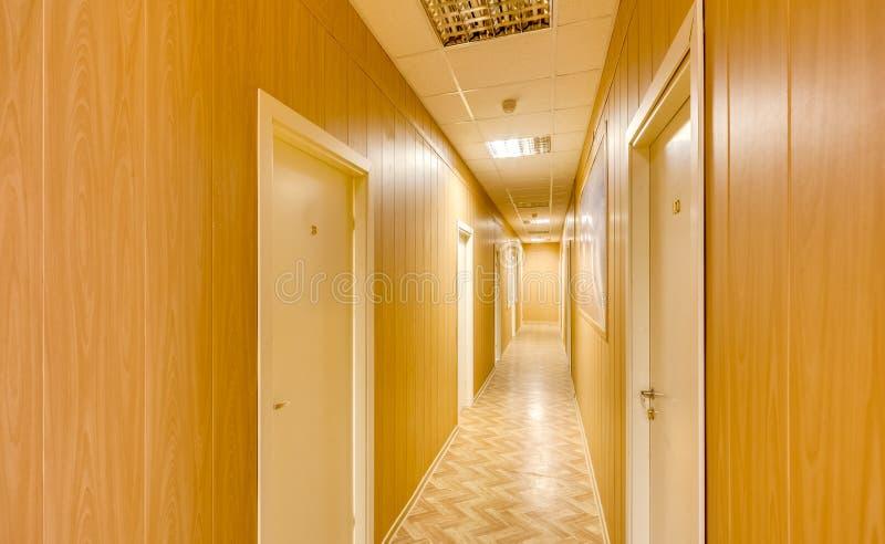 Tom lång korridor arkivfoton