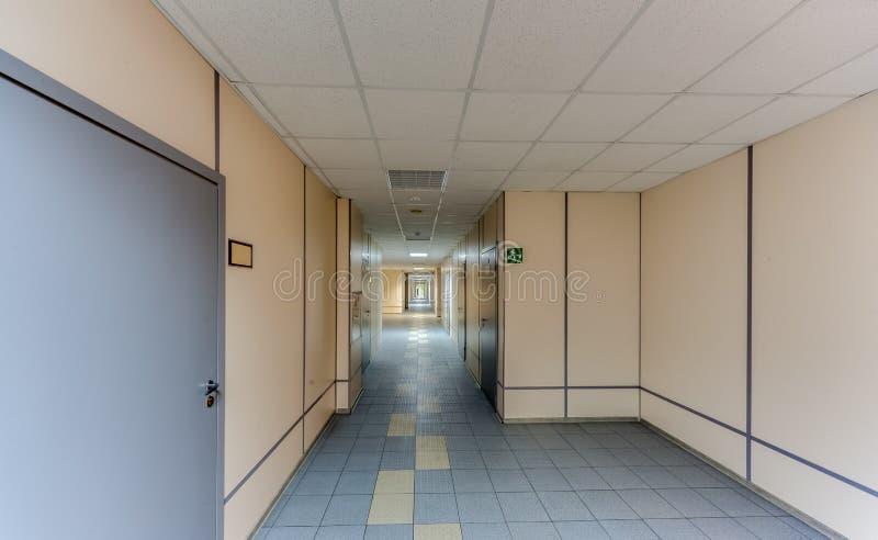 Tom lång korridor arkivbilder