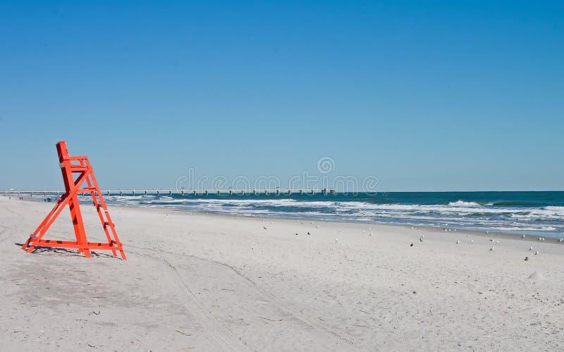 tom livräddare för strandstol arkivfoton