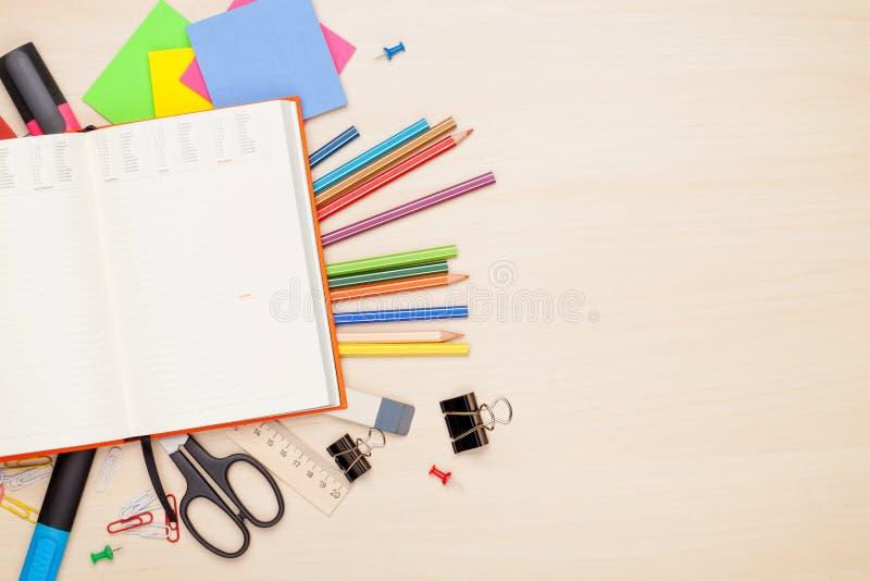 Tom notepad över skola- och kontorstillförsel arkivbilder
