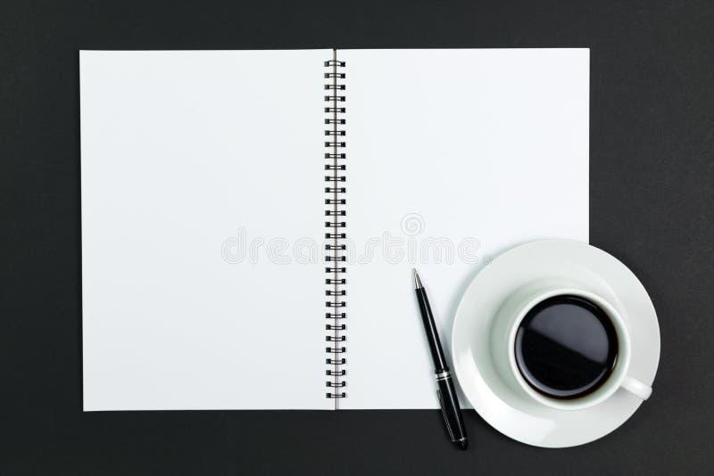 Tom notepad med kaffe royaltyfri fotografi