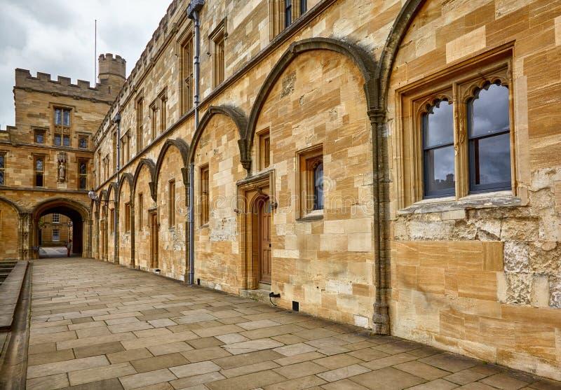 Tom Quad den christ kyrkaträdgården minnes- oxford uk kriger oxford universitetar england royaltyfria foton