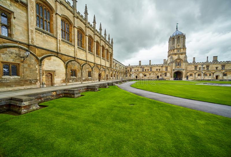 Tom Quad Igreja de Christ Jardim do memorial da guerra Universidade de Oxford inglaterra fotografia de stock royalty free