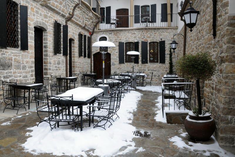 tom restaurangvinter för borggård arkivfoto