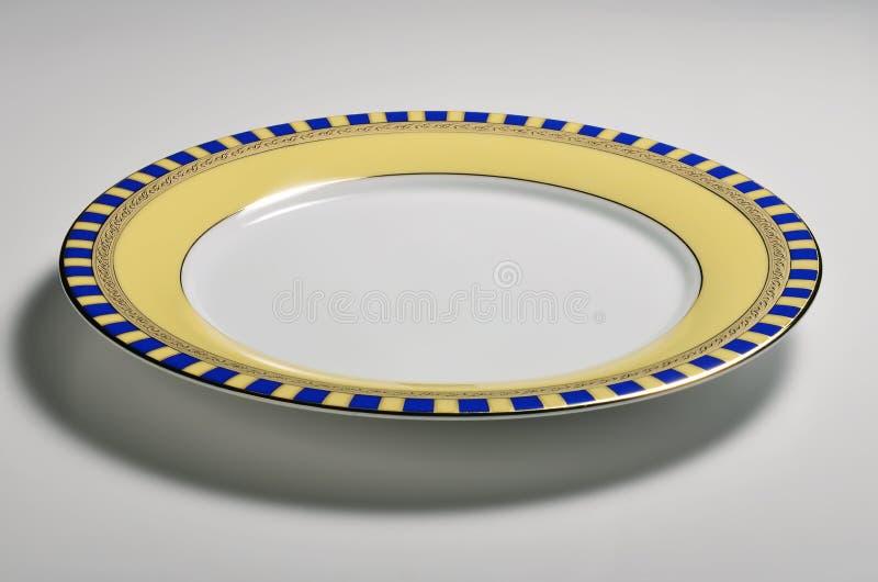 Tom rund maträtt med den dekorerade gränsen royaltyfri fotografi