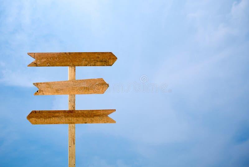 Tom signage isolerad bakgrund för blå himmel royaltyfria bilder