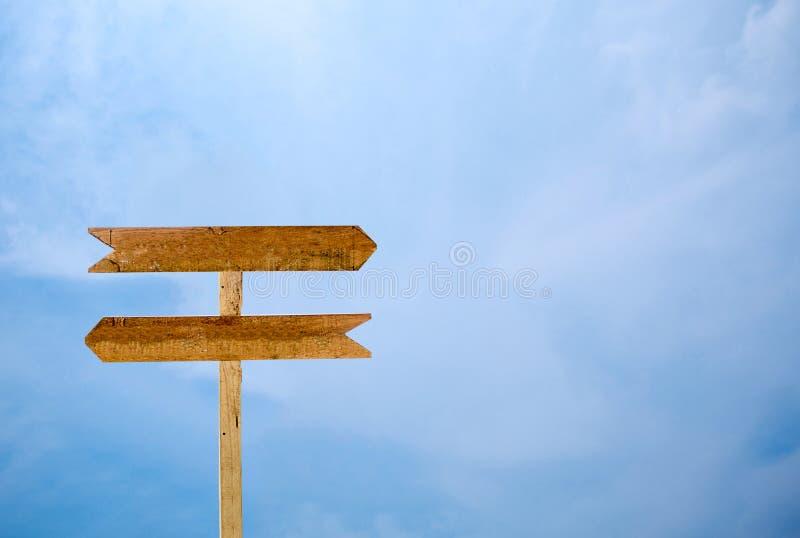 Tom signage isolerad bakgrund för blå himmel arkivbild