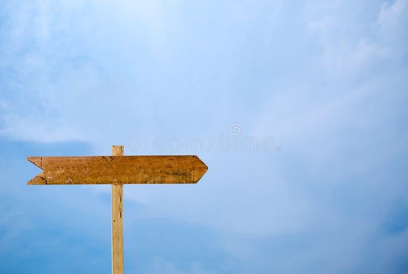 Tom signage isolerad bakgrund för blå himmel arkivbilder