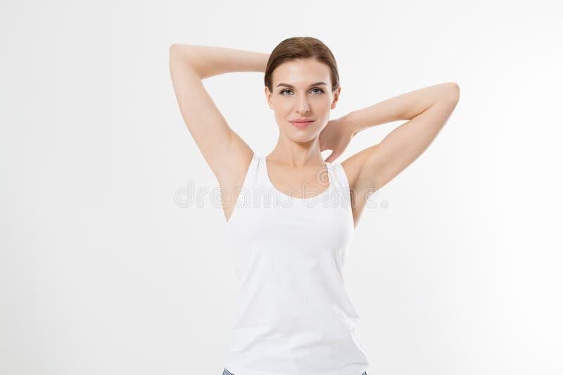 Tom skjorta för mall t Skönhetkvinna med perfekta hudarmhålor och epilation som isoleras på vit bakgrund Laser-hårborttagning royaltyfri foto