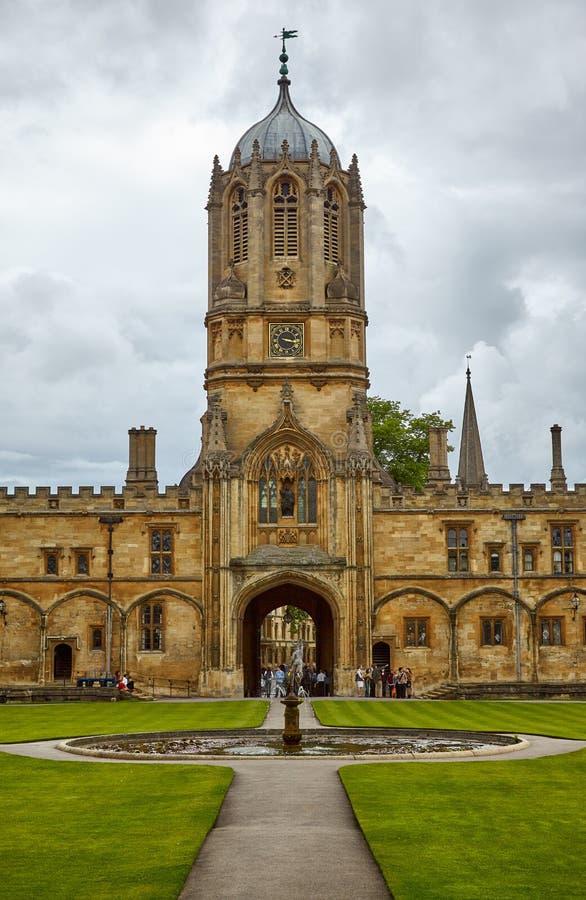 Tom Tower den christ kyrkaträdgården minnes- oxford uk kriger oxford universitetar england royaltyfri fotografi