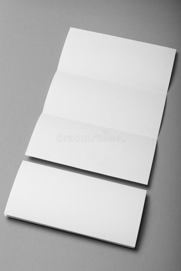 Tom trifold menymodell, vitbokmapp arkivbilder