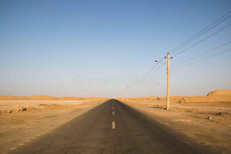 Tom väg in mot den Dasht-e Lut öknen, Iran fotografering för bildbyråer