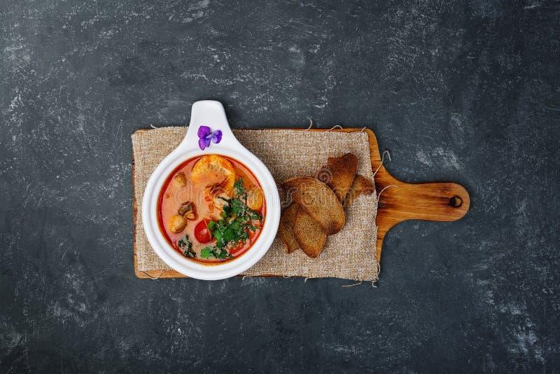 Tom Yam-Suppe mit Garnelen stockfotografie