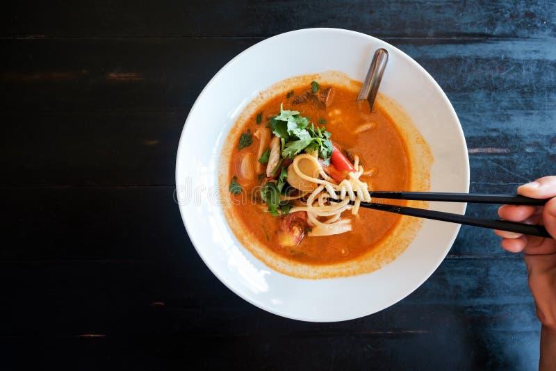 Tom Yam-Suppe Traditionelle thailändische Meeresfrüchte lizenzfreie stockfotos