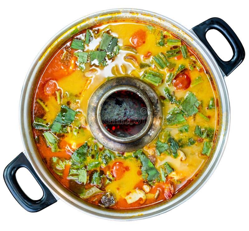 Tom yum es un tipo de sopa tailandesa caliente, picante y amarga Visión superior imagen de archivo libre de regalías