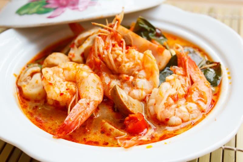 Tom Yum Goong, kruidige soep met garnalen stock fotografie