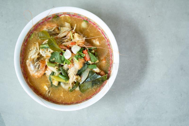 Tom Yum Goong oder würzige Tom-yum Suppe mit Garnelengarnelen stockfotografie