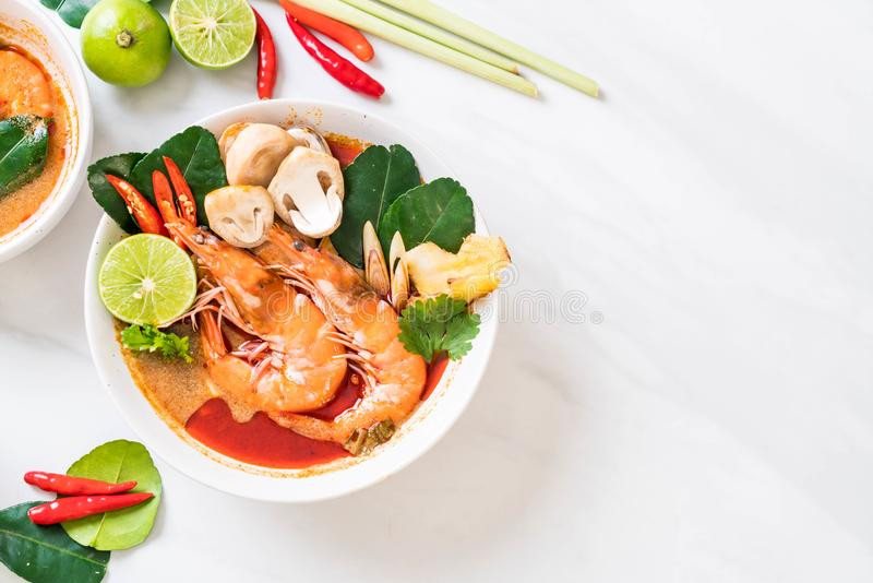 Tom Yum Goong Spicy Sour Soup stock foto's