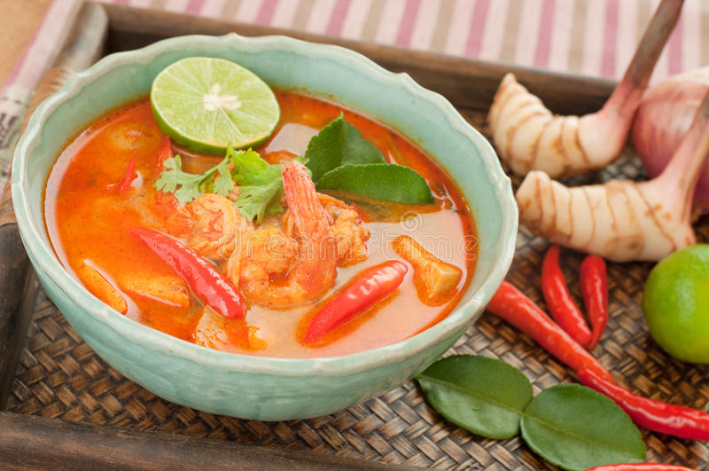 Tom Yum Goong Thai Cuisine, Garnalensoep met citroengras. royalty-vrije stock foto