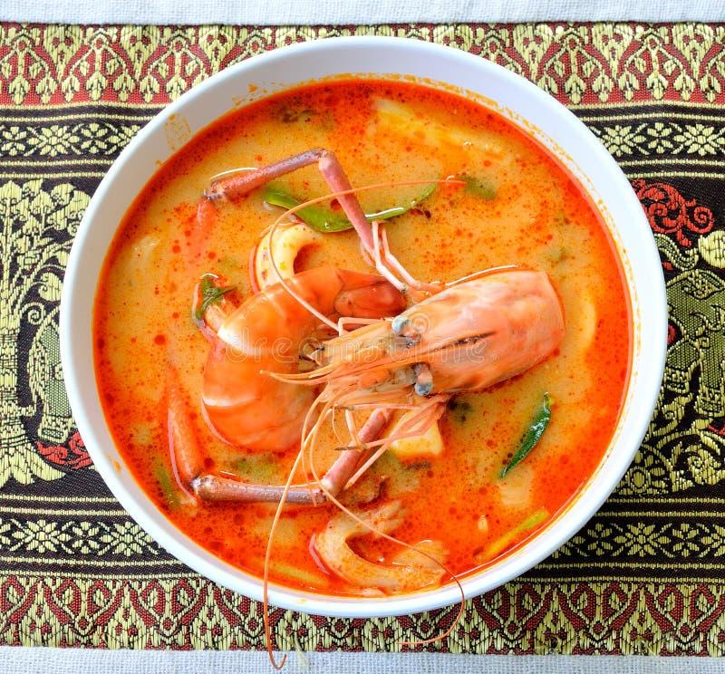 Tom Yum Goong - thailändische heiße und würzige Suppe stockbilder