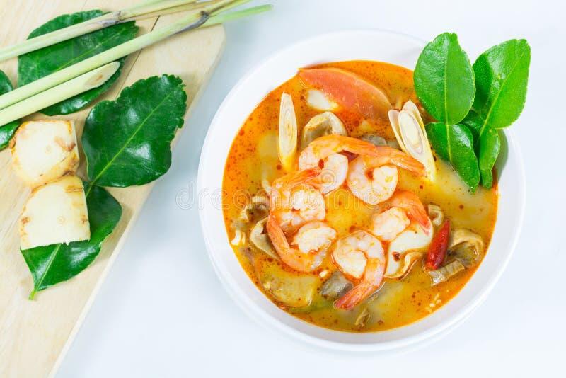 Tom Yum Goong - Thaise hete en kruidige soep met garnalen stock foto