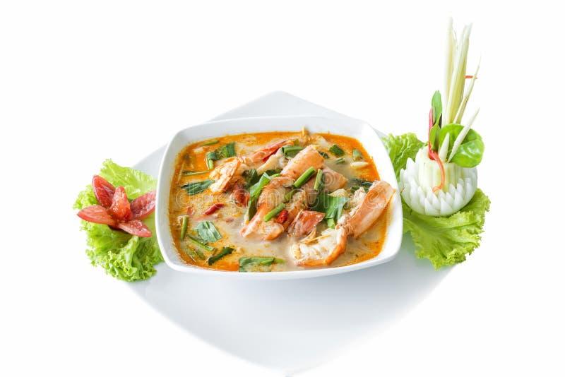 Tom Yum Koong Thai Language é camarão e alimento tailandês delicioso da sopa do nardo imagens de stock