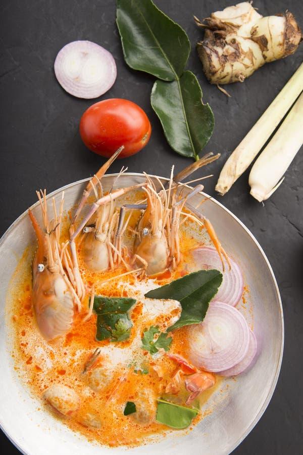 Tom-yum kung oder Tom-Jamswurzel kung ist eine Art heiße und saure famouse Nahrung im Lao und in der thailändischen Suppe, normal lizenzfreie stockfotografie