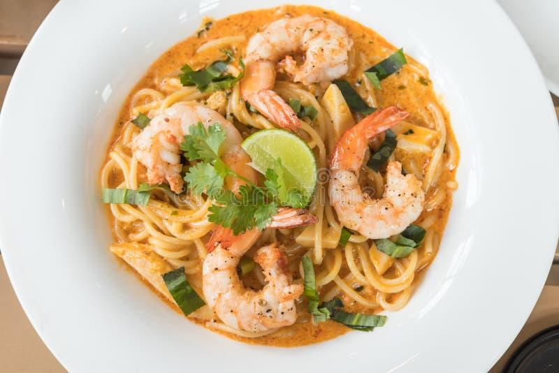 Tom Yum Spaghetti med räka fotografering för bildbyråer