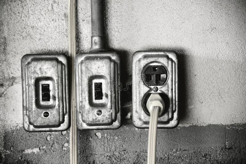 Toma de corriente y interruptores de la luz sucios imágenes de archivo libres de regalías