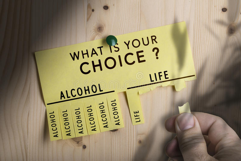 Toma de decisión, alcohol de la parada imagen de archivo