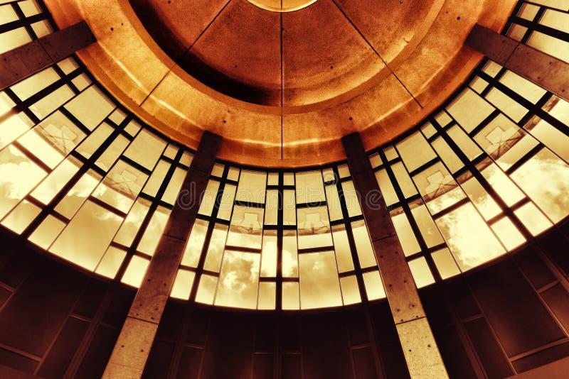 Toma en ángulo bajo del techo del Salón de la Fama de la Música del País y del Museo Nashville en Estados Unidos imagen de archivo libre de regalías