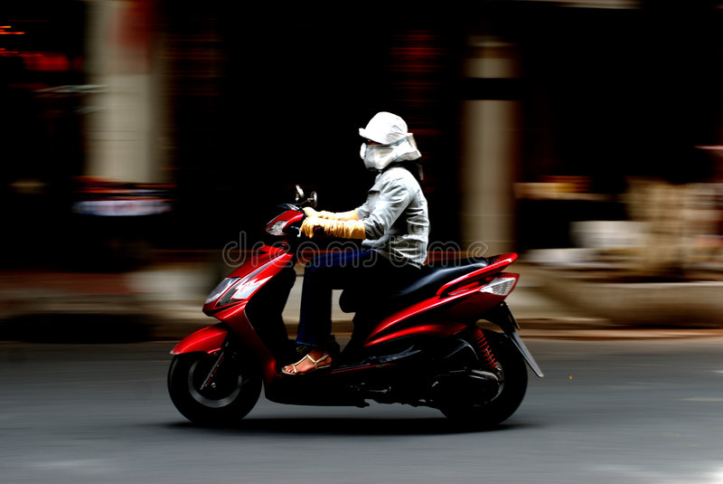 Toma panorámica tirada de la motocicleta fotos de archivo